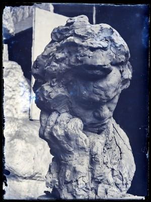 Beethoven, joue appuyée sur une main, sculpture
